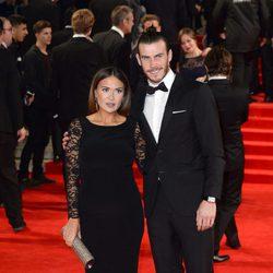 Gareth Bale y Emma Rhys-Jones en el estreno de 'Spectre'