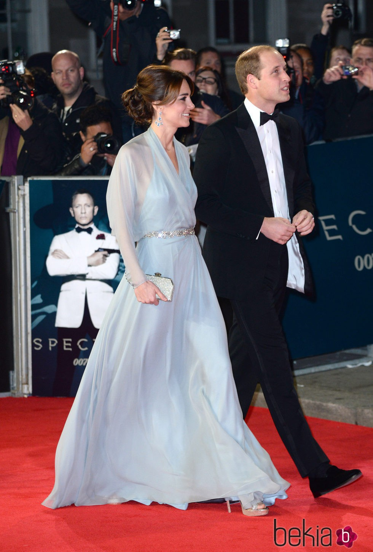 El Príncipe Guillermo y Kate Middleton en el estreno de 'Spectre'