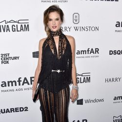 Alessandra Ambrosio en la Gala amfAR 2015 de Los Angeles