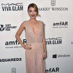 Sarah Hyland en la Gala amfAR 2015 de Los Angeles