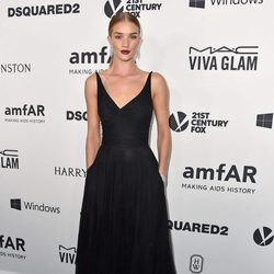 Rosie Huntington-Whiteley en la Gala amfAR 2015 de Los Angeles