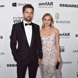 Diane Kruger y Joshua Jackson en la Gala amfAR 2015 de Los Angeles
