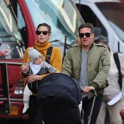 Liv Tyler y David Gardner, de paseo con su hijo Sailor