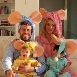 Shakira, Gerard Piqué, Milan y Sasha convertidos en la familia Topo Gigio por Halloween 2015
