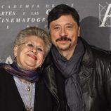 Carlos y Pilar Bardem en la doble entrega de la Medalla de Oro de la Academia