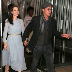 Angelina Jolie y Brad Pitt de la mano en el estreno de 'By The Sea' en Nueva York
