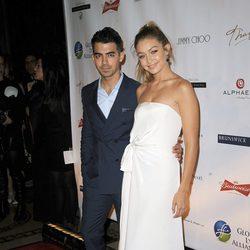 Gigi Hadid y Joe Jonas muy acaramelados y cómplices