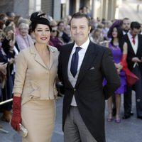 Raquel Revuelta y Raúl Gracia 'El Tato' en la boda de Eva González y Cayetano Rivera