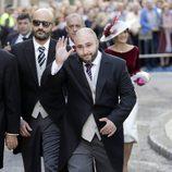 Kiko Rivera saludando a su llegada a la boda de Eva González y Cayetano Rivera