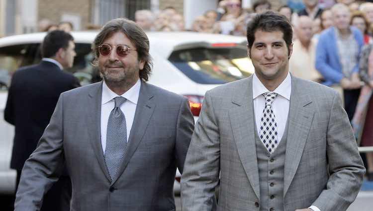Julián Contreras y Julián Contreras Jr. en la boda de Eva González y Cayetano Rivera