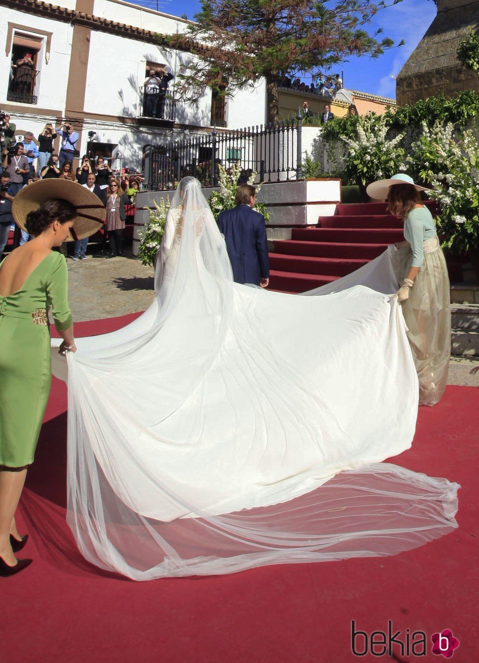 amplia selección de diseños bastante agradable gran descuento Espalda del vestido de novia de Eva González a su llegada a ...