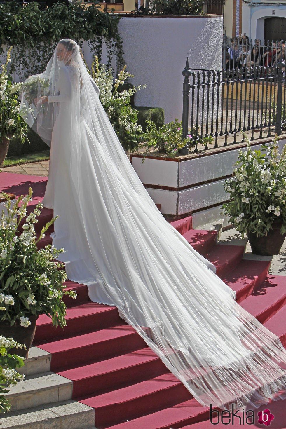zapatos genuinos alta calidad comprar original Eva González con un vestido de novia con una larguísima cola ...