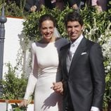 Eva González y Cayetano Rivera muy felices tras su boda