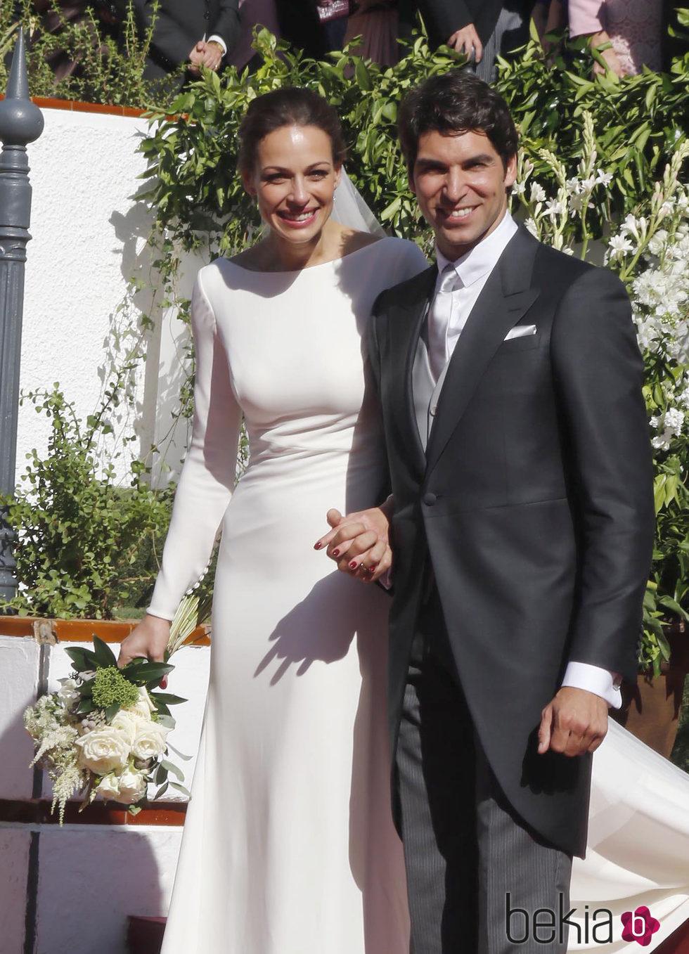 Eva gonz lez y cayetano rivera muy felices tras su boda for Cayetano rivera y blanca romero boda