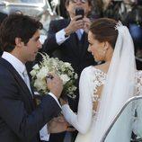 Eva González y Cayetano Rivera entrando al coche tras su boda