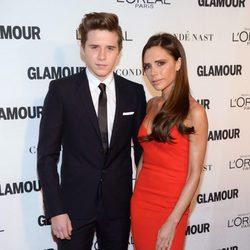 Victoria y Brooklyn Beckham en los premios Glamour Mujer del Año 2015