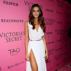 Izabel Goulart en el Victoria's Secret Fashion Show 2015
