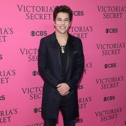 Austin Mahone en el Victoria's Secret Fashion Show 2015
