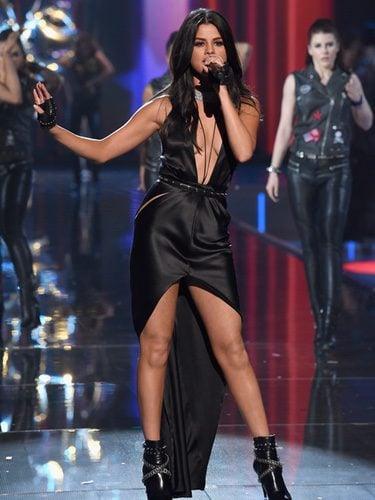Selena Gomez durante su actuación en el Victoria's Secret Fashion Show 2015