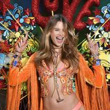 Behati Prinsloo desfilando en el Victoria's Secret Fashion Show 2015