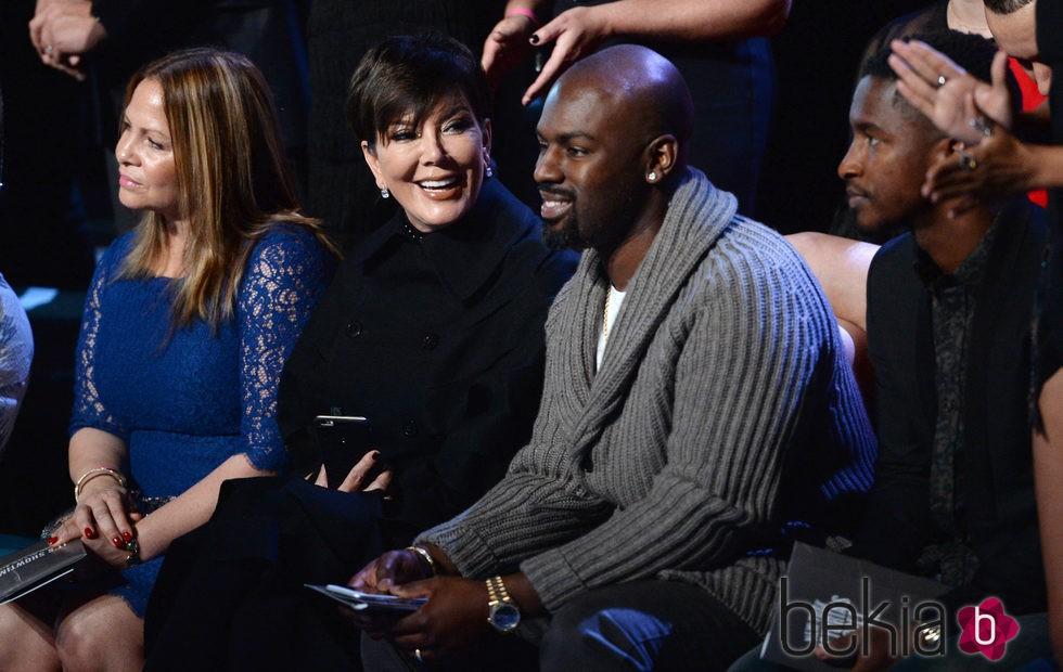 Kris Jenner y Corey Gamble en el front row  del Victoria's Secret Fashion Show 2015