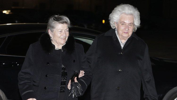 La Infanta Pilar y la Princesa Elena de Orleans en el funeral del Infante Carlos