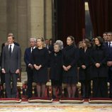 La viuda y los hijos del Infante Carlos en su funeral