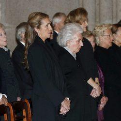 La Infanta Elena y la Infanta Pilar en el funeral del Infante Carlos
