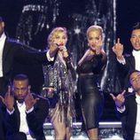 Madonna y Rita Ora lanzan un corte de mangas en Berlín