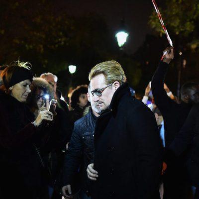 Bono rinde homenaje a las víctimas del atentado terrorista de la Sala Bataclán de París