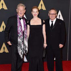 Ian McKellen, Laura Linney y Bill Condon en los Governors Awards 2015