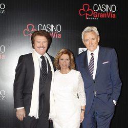 María Teresa Campos y Bigote Arrocet con Luis del Olmo en la entrega de las Antenas de Oro 2015