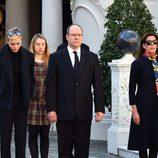 Alberto y Charlene de Mónaco, Carolina de Mónaco y Alexandra de Hannover recuerdan a las víctimas de los atentados de París