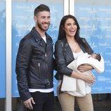 Sergio Ramos y Pilar Rubio presentan a su hijo Marco muy sonrientes