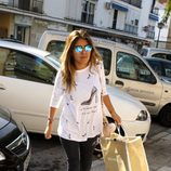 Chabelita pasea por Sevilla