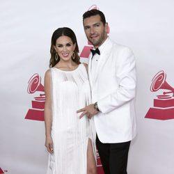 Jacqueline Bracamontes y Martín Fuentes en la gala Persona del Año 2015