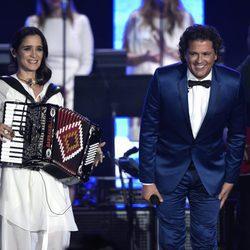 Julieta Venegas y Carlos Vives en la gala Persona del Año 2015