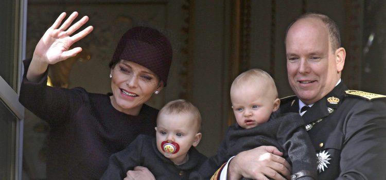 Alberto y Charlene de Mónaco con sus hijos Jacques y Gabriella en el Día Nacional de Mónaco 2015