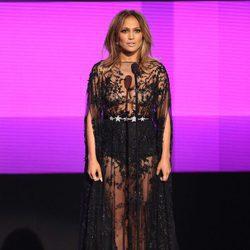 Jennifer Lopez en el escenario de los American Music Awards 2015
