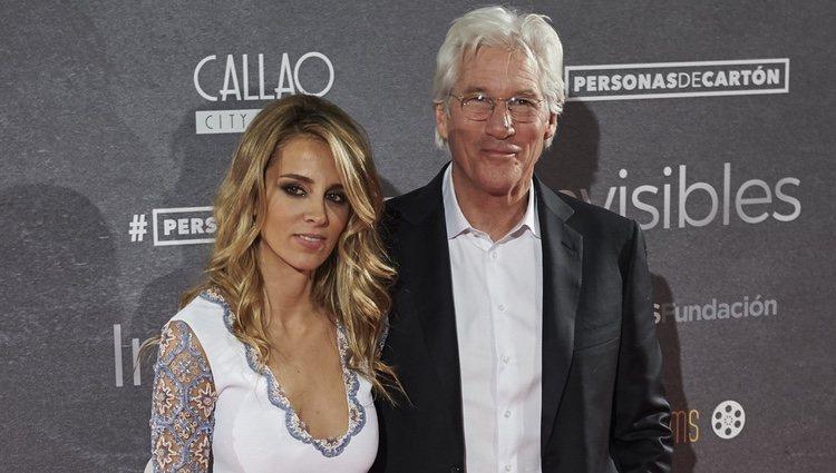 Richard Gere y Alejandra Silva en el estreno de 'Invisibles' en Madrid