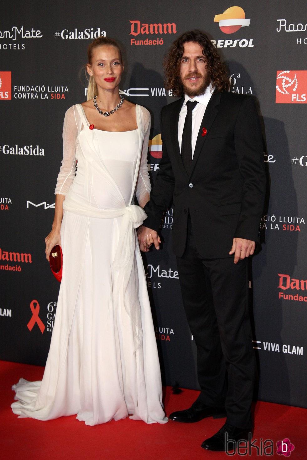 Carles Puyol y Vanesa Lorenzo en la Gala contra el Sida 2015 de Barcelona