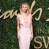 Rosie Huntington en los British Fashion Awards 2015