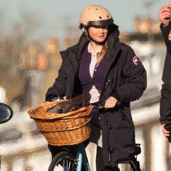 Renée Zellweger rodando una escena de 'Bridget Jones' montando en bicicleta