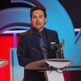 Iker Jiménez recibiendo su galardón en los premios Ondas 2015