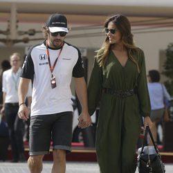 Fernando Alonso y Lara Álvarez en el GP de Abu Dabi 2015