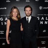 Juan Mata y su novia Evelina Kamph en una cena benéfica en Manchester