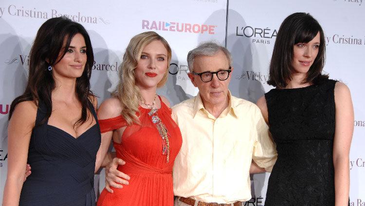 Penélope Cruz, Scarlett Johansson, Woody Allen y Rebecca Hall en el estreno de 'Vicky Cristina Barcelona'