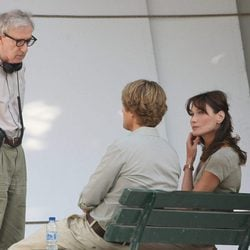 Woody Allen, Owen Wilson y Carla Bruni en el rodaje de 'Midnight in Paris'