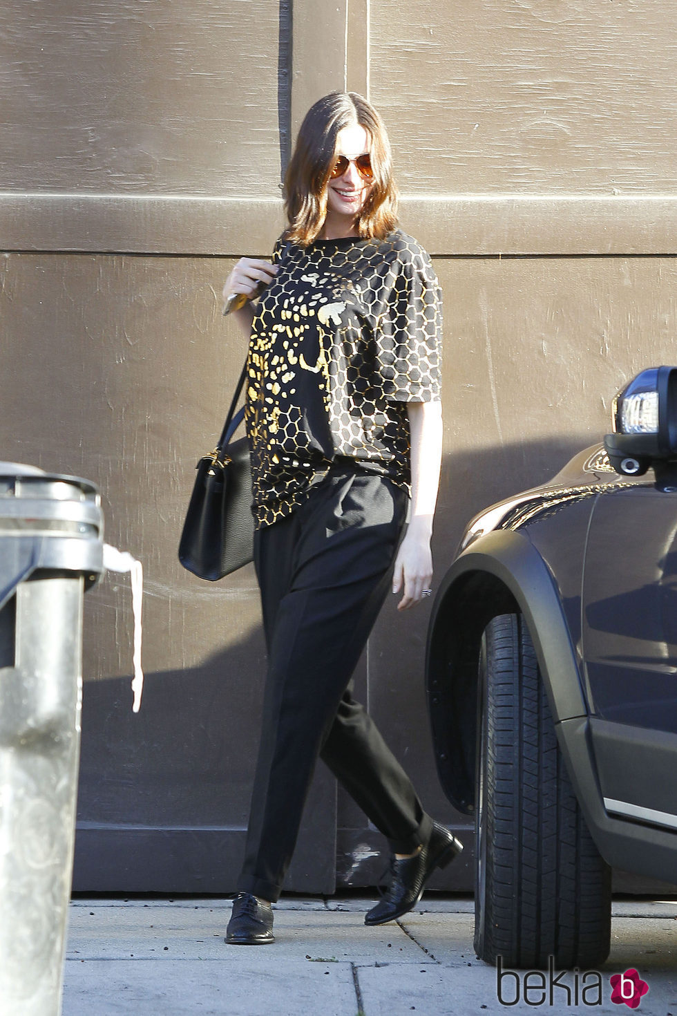 Anne Hathaway pasea su embarazo en Los Ángeles