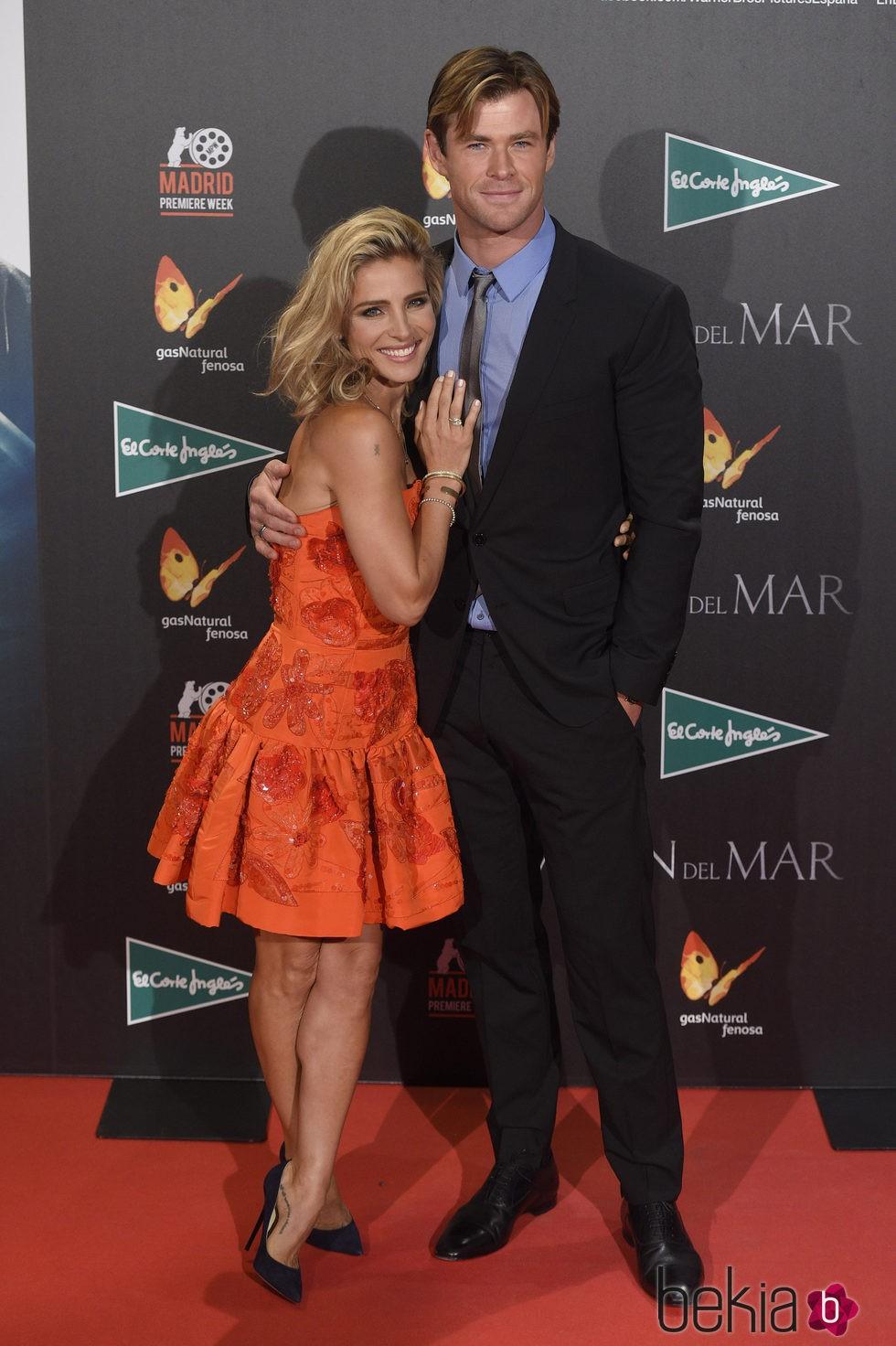 Elsa Pataky y Chris Hemsworth en el estreno de 'En el corazón del mar' en Madrid